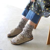 今履いているサンダル、秋まで楽しみましょ♪《サンダル×靴下》の足元コーデ帖