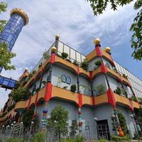 曲線の美しさがそのまま建物に。日本でも楽しめる「フンデルトヴァッサー建築」