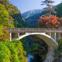 実りの多い秋の山梨で。美しい【昇仙峡の紅葉】と【ぶどう】を堪能しませんか。