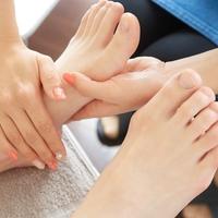 この夏、サンダルで頑張ったあなたの『お疲れ足』をやさしくケアしてあげませんか。