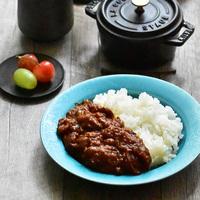 圧⼒鍋・炊飯器でも♪トロトロで贅沢な味わいの「牛すじカレー」レシピ集