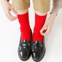 コーデのワンポイントに。履くだけでおしゃれ見えする「靴下」カタログ
