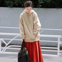 秋の涼しい休日に。程よく暖かく、大人可愛い《パーカー×スカート》コーデ集