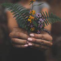 綺麗な指先に忍び寄る『グリーンネイル』の原因と知っておくべき対処法