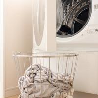 秋雨シーズンに知っておきたい!洗濯物の部屋干し&生乾きのニオイ対策