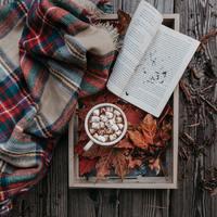 秋の夜長はしっとり音楽を♪何度もリピートしたくなる胸が高鳴る名曲集