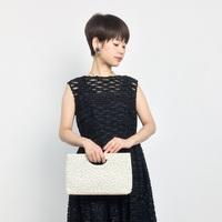手元を品よくドレスアップ*マナーや素材【結婚式バッグ】の選び方とおすすめブランド
