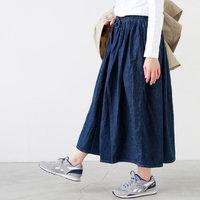 「デニムスカート」を大人っぽく着こなしたい!こなれて見えるスタイリングのコツ