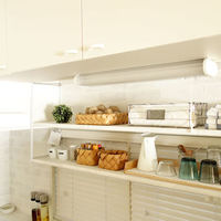 キッチン上のスペースを有効活用!「吊り戸棚」の使い方&収納アイデア集