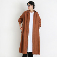 羽織って重ねて軽やかに。「シャツワンピース」を使った冬のレイヤードスタイル