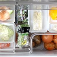 """冷凍庫や野菜室の""""使いにくい""""をすっきり解消!冷蔵庫の収納アイデア"""