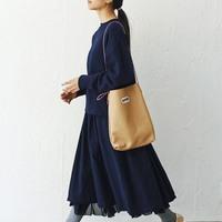 定番「ネイビースカート」を春夏秋冬コーデで活用!おすすめ配色&コーデ集
