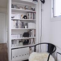 """リビングに自分だけのブックカフェを。""""おしゃれな本棚""""を作る方法&テク集"""