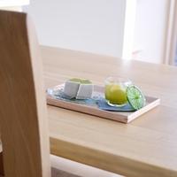 """""""おうちカフェ""""にいかが?無印良品の「木製角型トレー」活用術"""