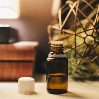 自然植物由来の『精油』を詳しく知り、日常に癒しを取り入れよう。