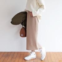 ベージュのタイトスカートが1枚あれば。春夏秋冬「使えるコーデ」スナップ