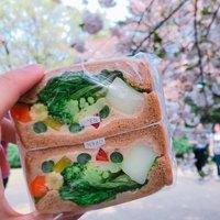 ゆったりのんびり【新宿御苑】でピクニック♪おしゃれな「テイクアウト」7選