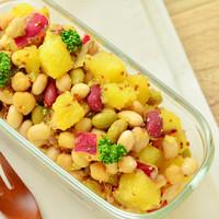 忙しい日の救世主!野菜・魚介・果物…種類豊富な「冷凍ミックス食材」の活用レシピ