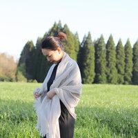 さらりと羽織って、日よけにも。涼しげ【ストール】の春夏コーデ