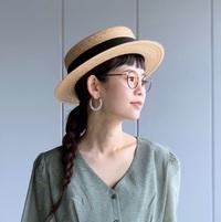 日よけにもコーデのアクセントにも。真似したくなる《夏の帽子コーデ》集