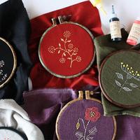 刺繍のようなぷっくり感がすてき。縫わない『ステッチカラー』でお気に入り小物を作ろう♪