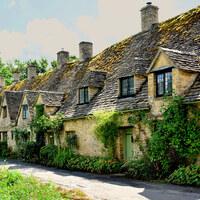 まるで絵本の中に迷い込んだよう…イギリス コッツウォルズ地方の可愛らしい村