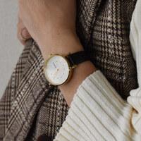 秋冬の装いに映える。シンプルでおしゃれな《北欧の腕時計》