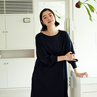 秋のおしゃれを心地よく。 市川実和子さんが着る 「大人のミニマルコーデ」