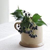 花瓶が無くても大丈夫◎身近な雑貨で「草花」をステキに飾ってみよう