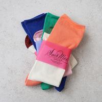 今日は何色?カラーで楽しむ「靴下」で足元を明るくおしゃれに♪
