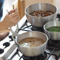 取っ手がないのが良いんです!『やっとこ鍋』で台所のミニマム化