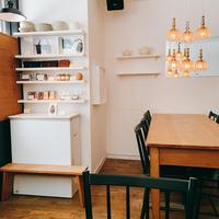 横浜【元町】メインストリートから少し離れて。路地裏に佇む「おしゃれカフェ」