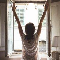 まぶたが重くてうとうと…。午後の「睡魔」の原因と打ち勝つための11の方法