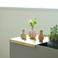 花を生けるときも、そうでないときも。「花瓶」の選び方と素敵に飾るヒント