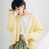 """今年はカラーニットが主役!""""きれい色""""を私らしく着こなすニットコーデ帖"""
