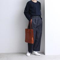おしゃれさんの定番「デニムワイドパンツ」で作る、シンプルで素敵な着こなし