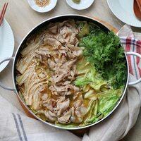 キャベツが余ったらお鍋にしよう♪具材・スープで楽しむ「キャベツ×〇〇」の鍋レシピ