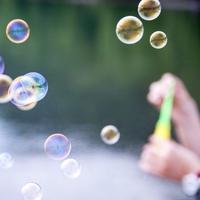 石鹸 作り方 玉 シャボン シャボン玉液の作り方。砂糖や洗濯のりを使った方法や100均のものを使った楽しみ方|子育て情報メディア「KIDSNA(キズナ)」