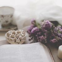 「消えたい」と思ったときに読む本。心の穴を埋めてくれる18冊