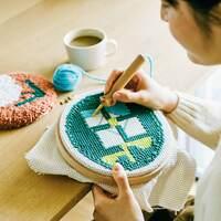 初めてでもできる?絵を描くように刺繍する「ニードルパンチ」の基本と作品集