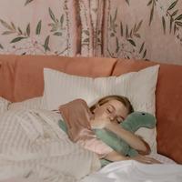 ぐっすり眠れる「抱き枕」15選*かわいい系&身体をいたわる機能系を厳選