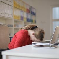 腰痛をどうにかしたい…!痛みを和らげる優秀グッズとストレッチ方法