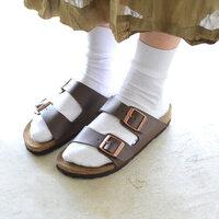 夏の定番「サンダル×靴下」コーデをおしゃれに履きこなそう!