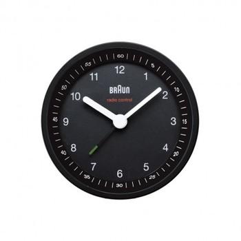 BRAUNの電波時計。実用的で使いやすそうですね。
