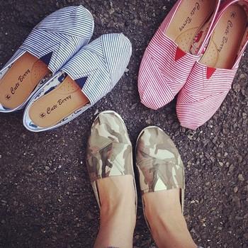 しまむらの靴。  これなら、何足も欲しい!  これから付け足したいアイテムの一つですね。