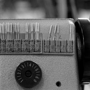 職人さんの使う針が並んだ針ポケット。一針入魂。