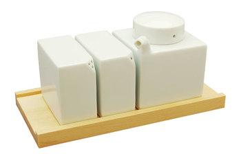 醤油さし・塩・こしょうなどを入れる3点セットの調味料入れです。 シンプルかつ高いデザイン制で、まとまりもある実用性の高い一品です☆