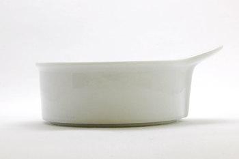 小ぶりで取手付きのグラタン皿。 可愛らしい見た目に、持ちやすさをプラス☆