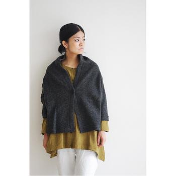冬らしい色合いのアイテムを3色使ったコーディネートです♪ 長めのインナー、短めカーディガンが効果的に使われていて素敵です☆ 冬は暖かくて可愛い服を着たくなりますね。