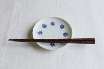 印判小皿の中でも、 一番『洋』にも馴染んでくれそうな一枚。
